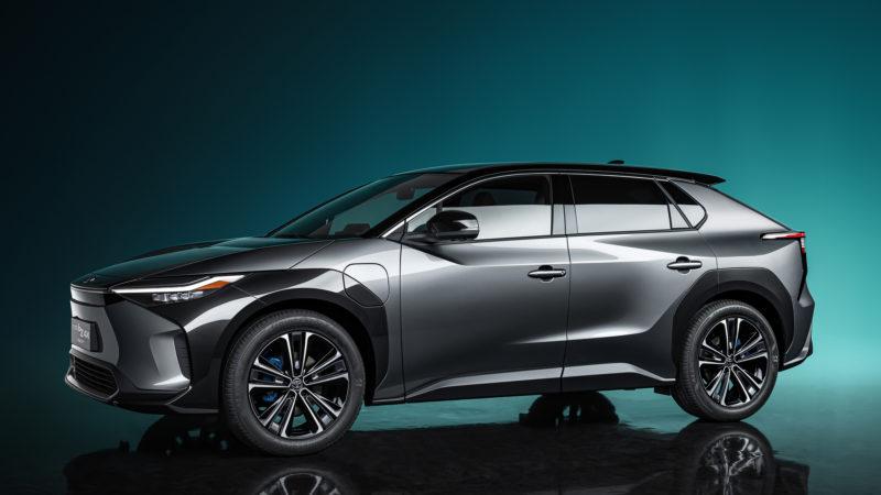 Кроссовер Toyota bZ4X Concept стал первенцем в новой линейке электрокаров
