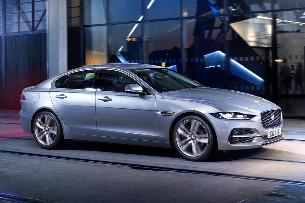 Российский рынок лишился седана Jaguar XE